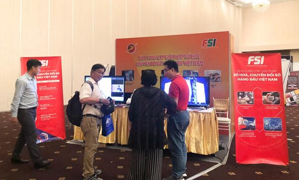 Gian hàng của FSI thu hút quan khách tham quan, trao đổi thông tin về sản phẩm dịch vụ, tìm kiếm cơ hội mở rộng hợp tác